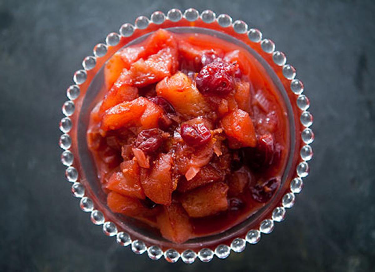 "<strong>Get the <a href=""http://www.simplyrecipes.com/recipes/apple_cranberry_chutney/"" target=""_hplink"">Apple Cranberry Chut"