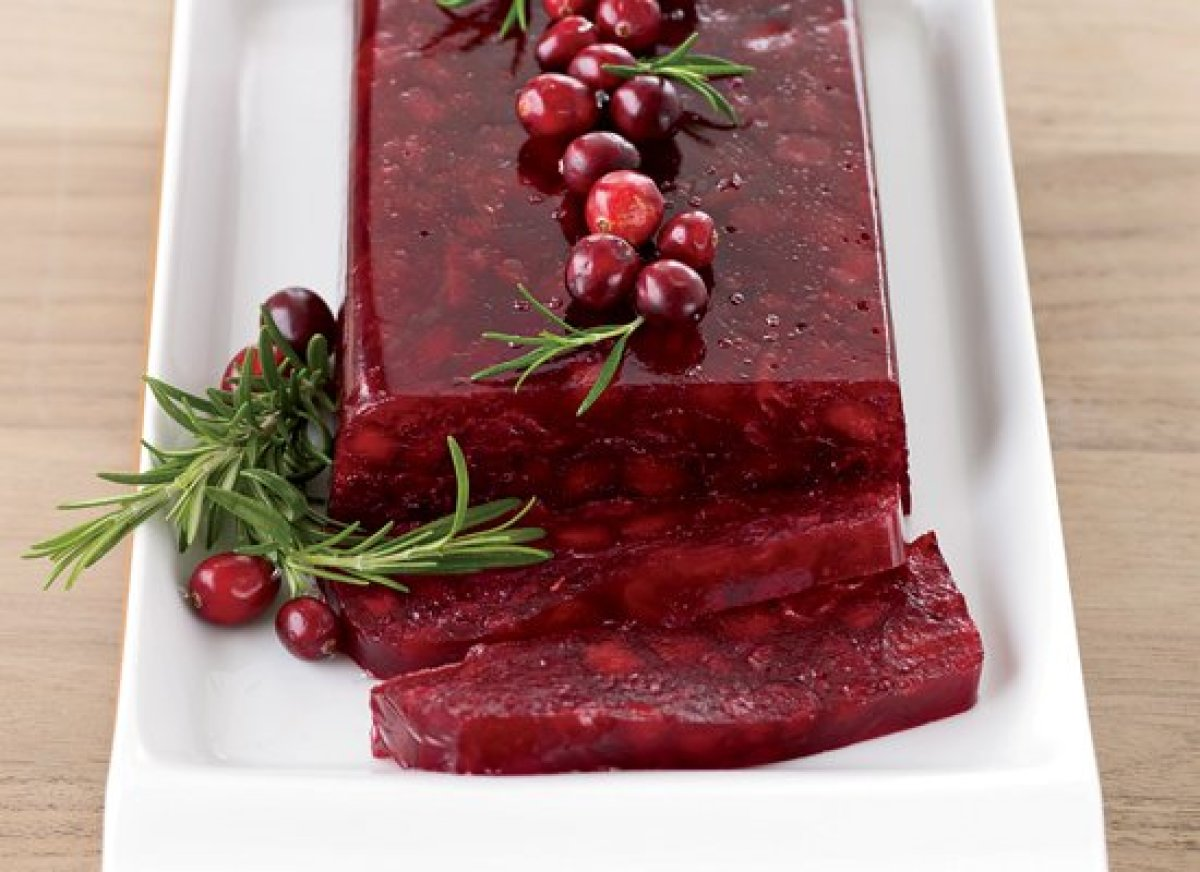 """<strong>Get the <a href=""""http://www.huffingtonpost.com/2011/10/27/jellied-cranberry-sauce-w_n_1058505.html"""" target=""""_hplink"""">"""