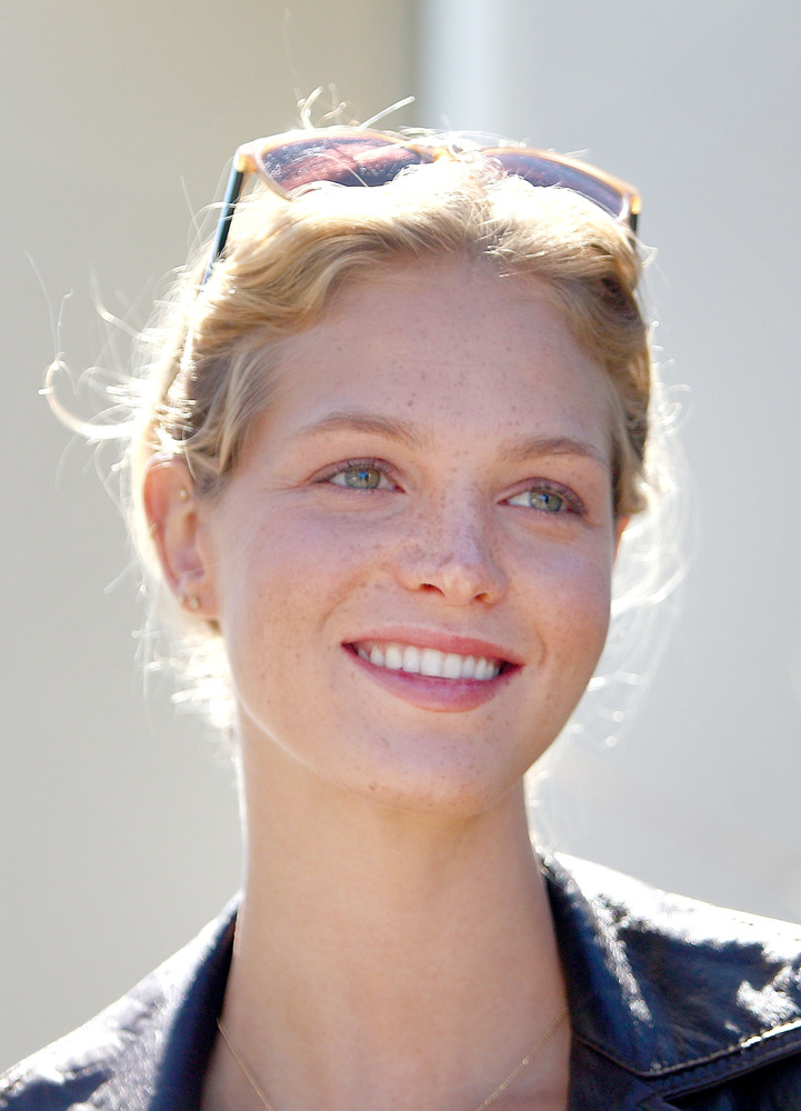 Here Are Your Favorite Supermodels Sans Pounds Of Makeup | HuffPost