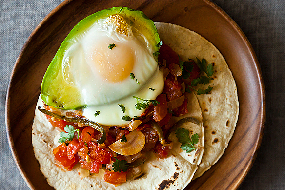 "<strong>Get the <a href=""http://food52.com/recipes/17998-avocado-y-huevos-caliente"" target=""_blank"">Avocado y Huevos Caliente"