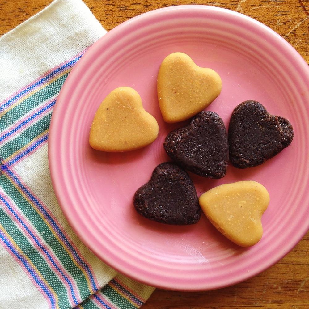 "<strong>Get the <a href=""http://www.heywanderer.com/2014/06/recipe-freezer-chocolate.html"" target=""_blank"">Frozen PB2 Bites</"