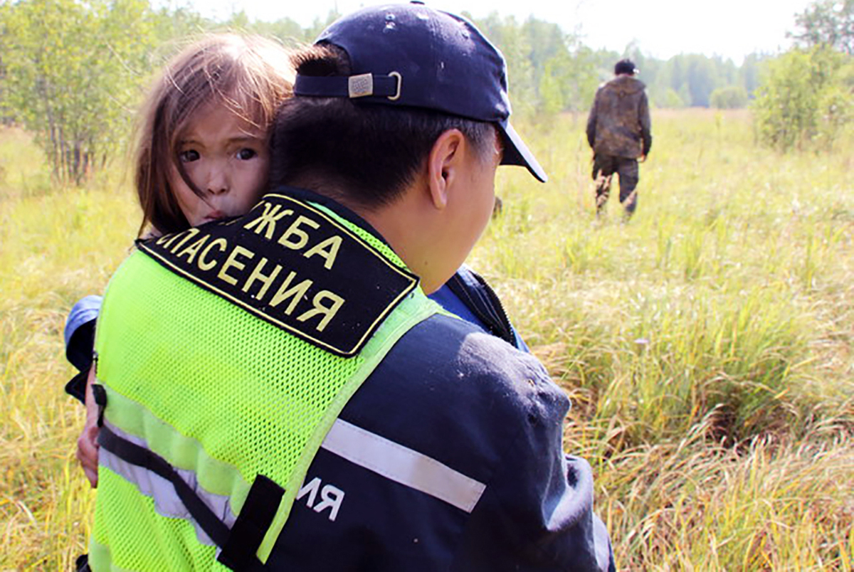 Hero puppy saves girl in Siberian taiga