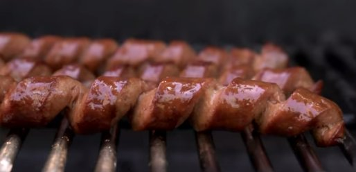 "It's all about <a href=""http://www.huffingtonpost.com/2014/07/03/chow-hot-dog-spiral-cut-video_n_1643991.html"" target=""_blank"