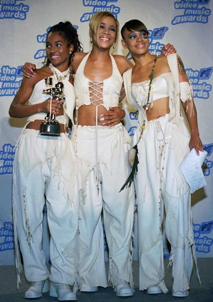 "Rozanda ""Chilli"" Thomas, Tionne ""T-Boz"" Watkins and Lisa ""Left Eye"" Lopes of TLC pose after winning in the Best R&B Video, Vi"