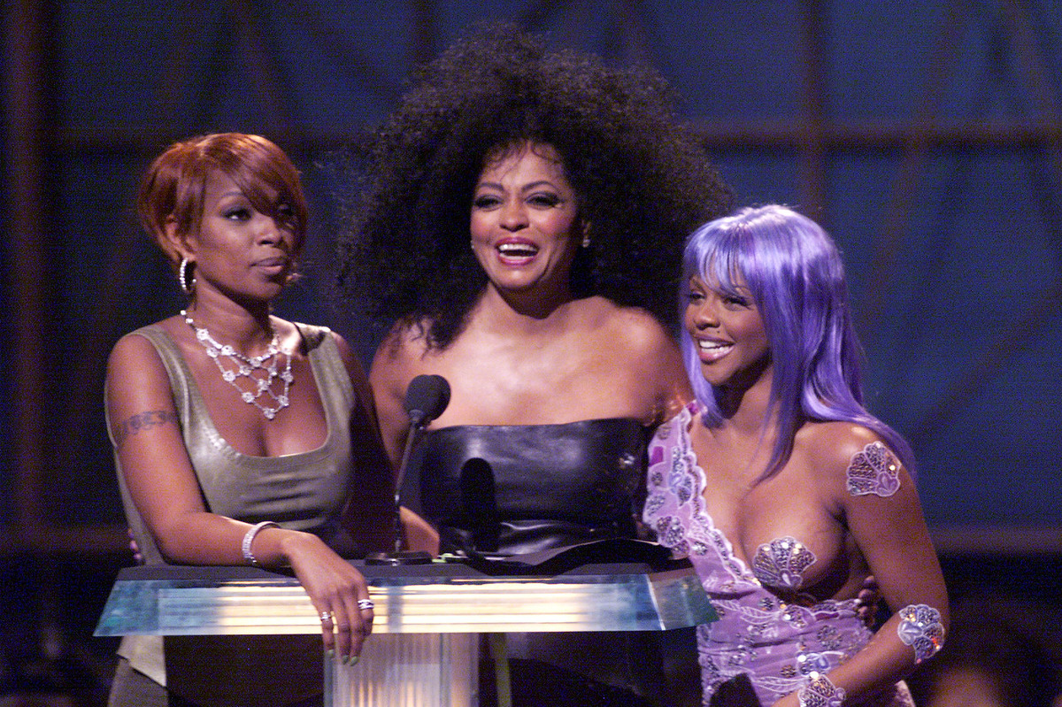 Mary J. Blige, Diana Ross and Lil' Kim -- wearing only a pasty on her left breast -- present the award for Best Hip-Hop video