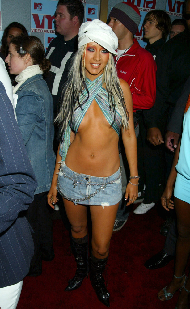Christina Aguilera debuts a new look at the 2002 VMAs. (Jim Smeal/WireImage)
