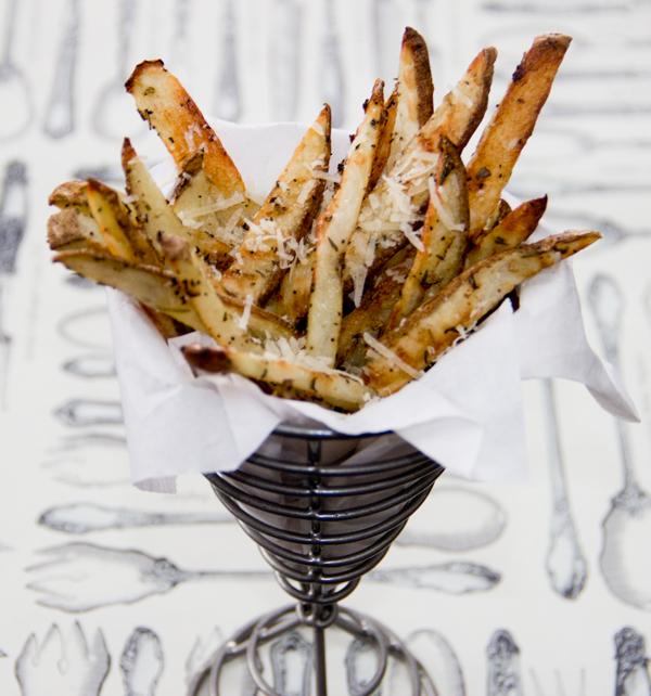 "<strong>Get the <a href=""http://thescrumptiouspumpkin.com/2012/04/07/healthy-baked-parmesan-fries/"" target=""_blank"">Herb Bake"