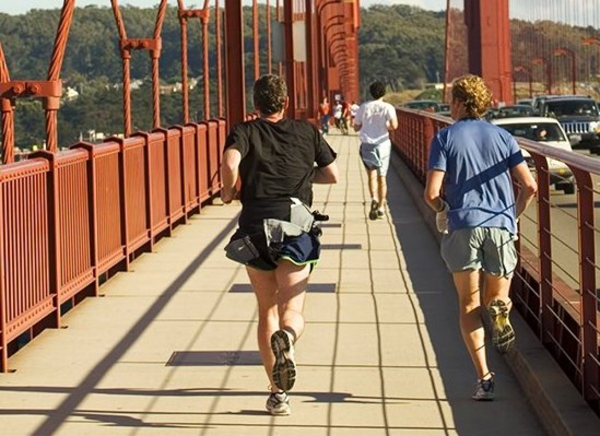 How To Cross The Golden Gate Bridge For Under $3 - Running The Bridge