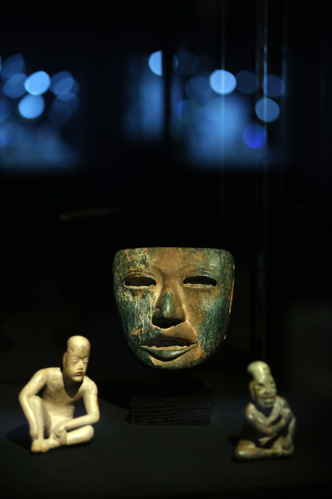"Mexico's first major civilization, the Olmecs, <a mce_thref=""http://www.history.com/topics/mexico"" target=""_blank"">established the"