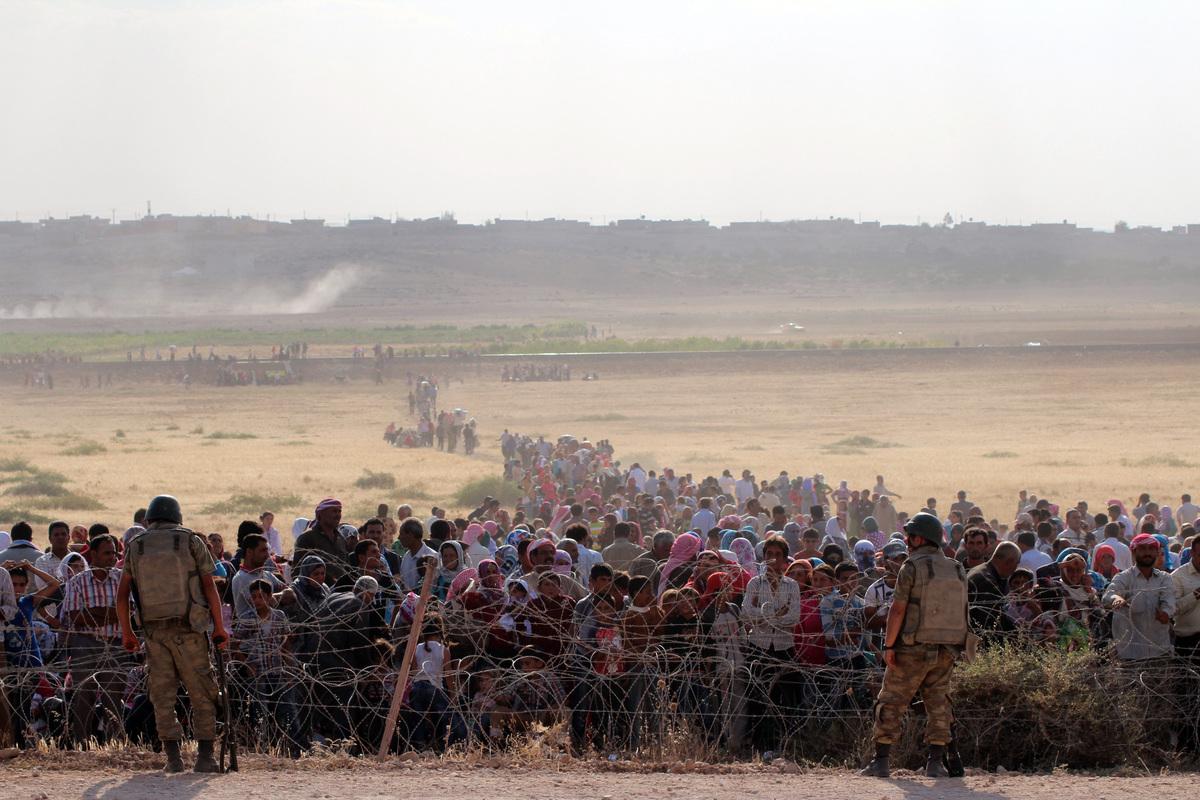 イスラム国の襲撃から避難したクルド人の国境越えを、トルコは許さない【画像】