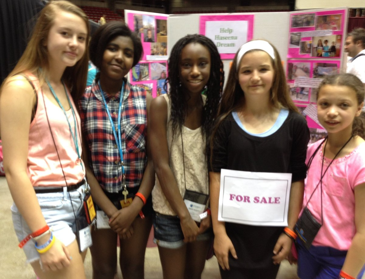 Claire Curtis with St. Thomas Aquinas FPSPI team. (Left to right) Ella, Amaiya, Kacee and Alex.  Claire is 12 and her Communi
