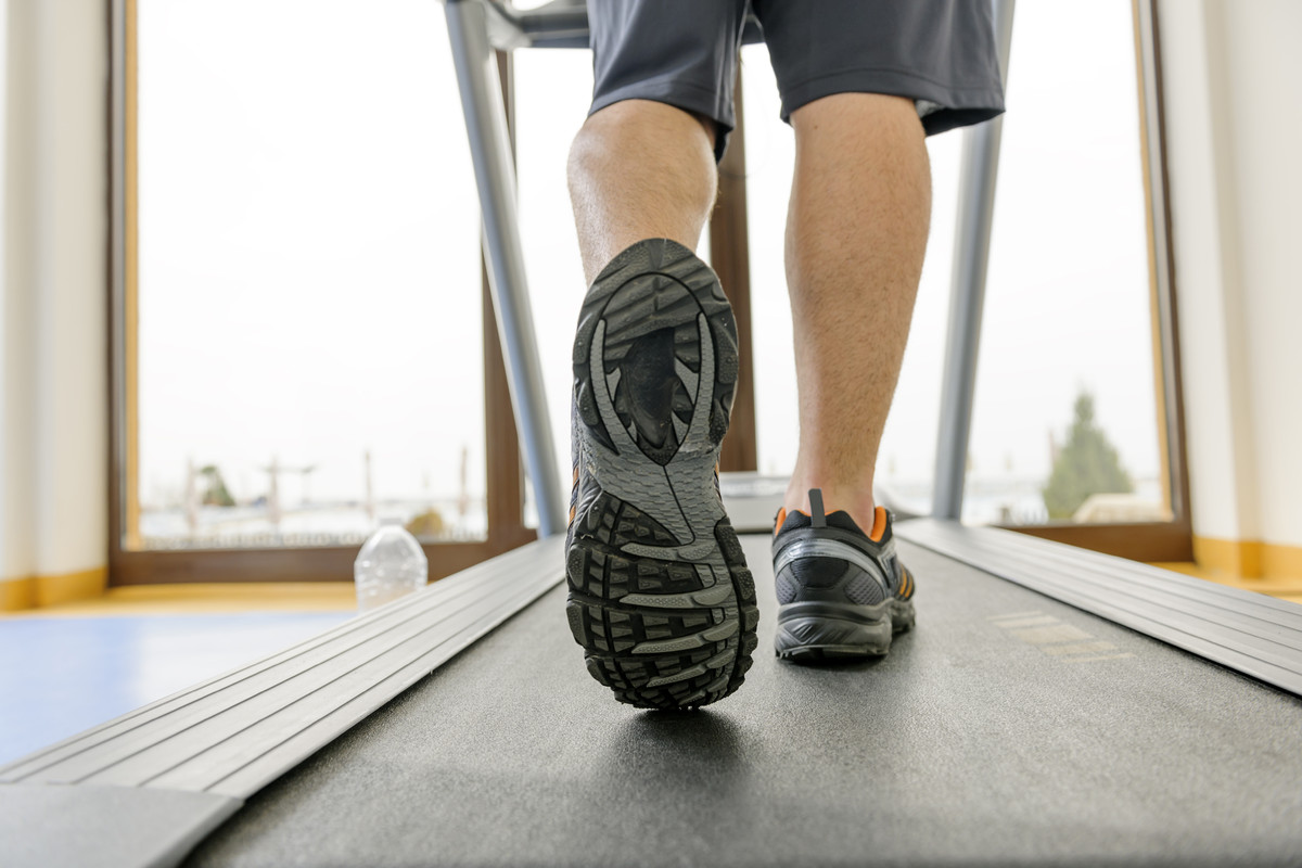 """Most runners have a love-hate relationship with the treadmill. On the one hand, it's boring and <a href=""""http://www.huffingto"""