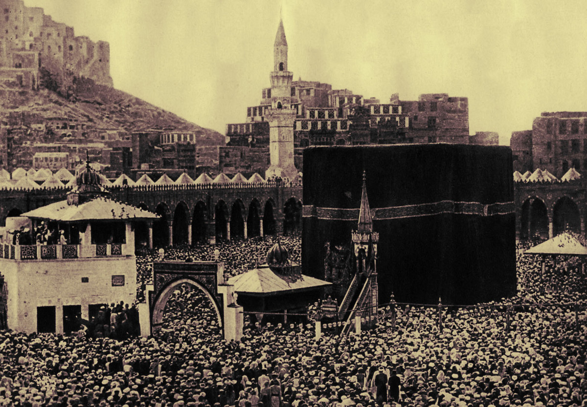 <strong>Pilgrims in 1920 at the Kaaba, Mecca, Saudi Arabia, the most sacred site in the Islamic religion.</strong>