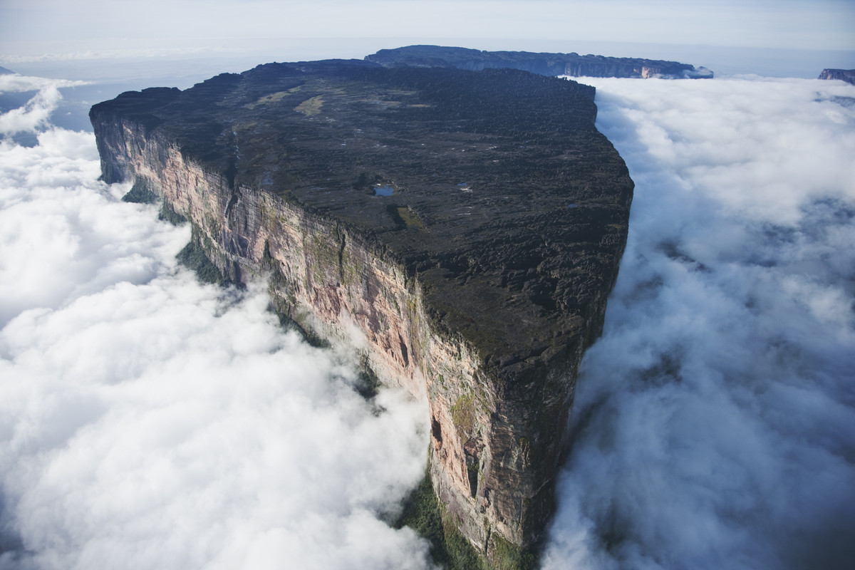 """What's more impressive: the view from Mount Roraima or the fact that you can <a href=""""http://www.huffingtonpost.ca/2014/04/03"""