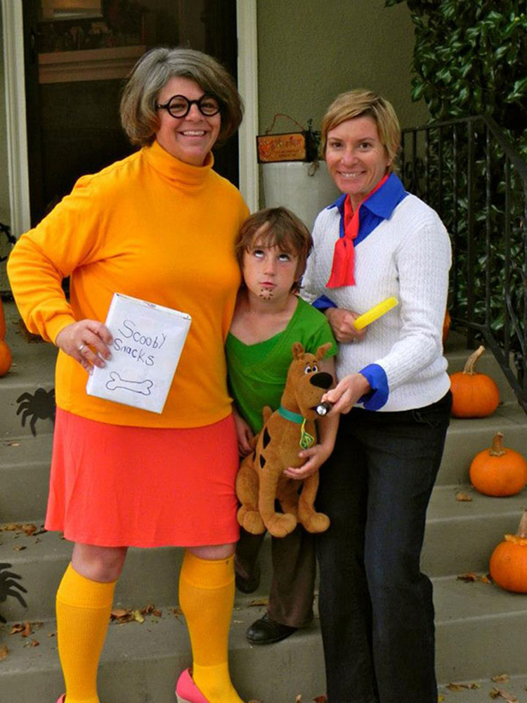 Family Halloween Costumes That Prove Dressing Up Is Not