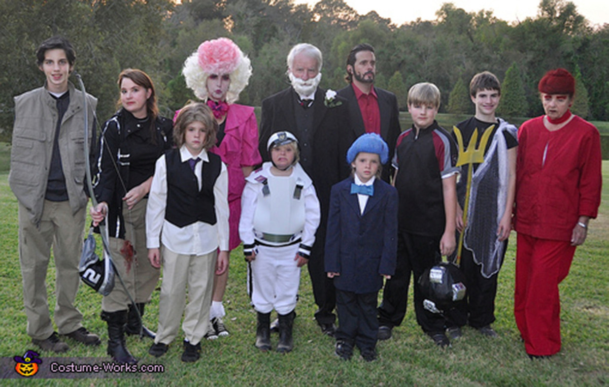 Family halloween costumes that prove dressing up is not just childs family halloween costumes that prove dressing up is not just childs play huffpost solutioingenieria Gallery