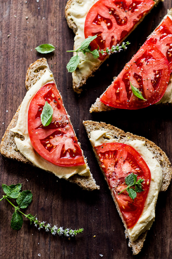 "<strong>Get the <a href=""http://www.theclevercarrot.com/2014/09/juicy-tomato-hummus-tartines/"" target=""_blank"">Juicy Tomato a"