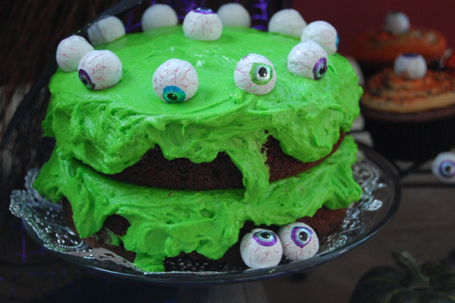 "<strong>Get the <a href=""http://thebakerintherye.com/2011/10/26/how-do-you-feel-about-frog-frosting/"" target=""_blank"">Chocola"