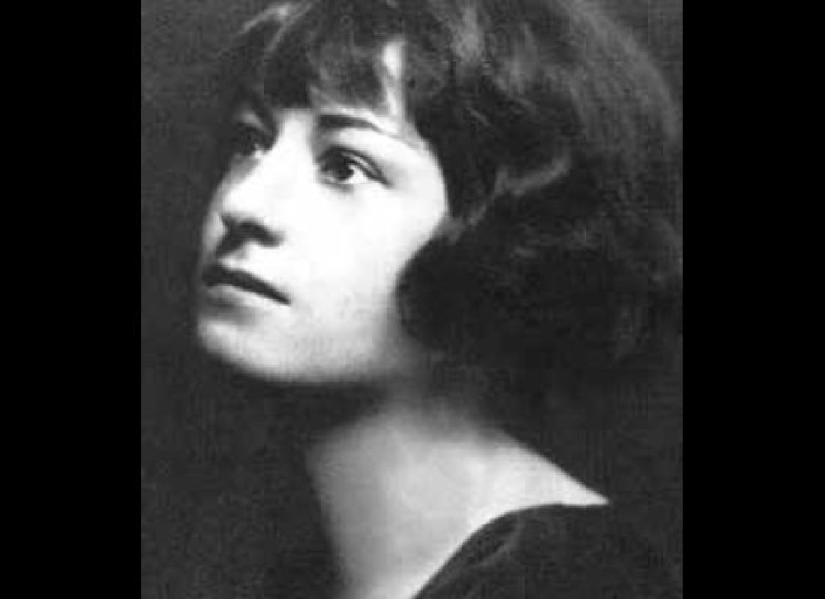 New Jersey-born Dorothy Parker (née Rothschild) is remembered for her irreverent witticisms, not her two divorces. She joined