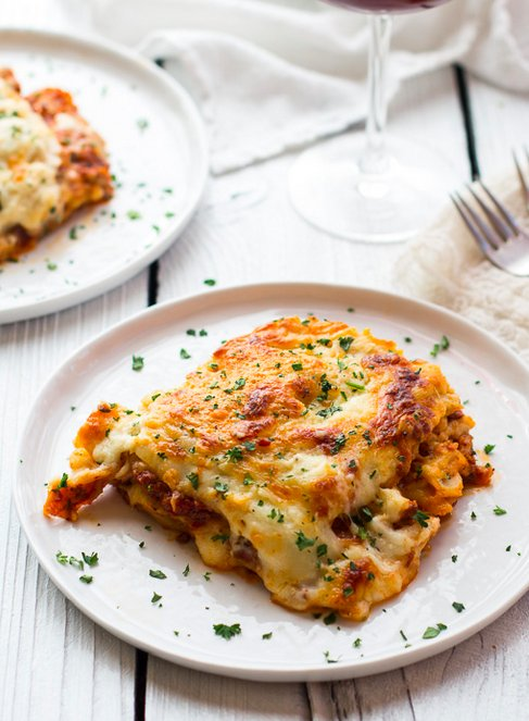 """<strong>Get the <a href=""""http://www.halfbakedharvest.com/extra-cheesy-classic-homemade-lasagna/"""" target=""""_blank"""">Extra Cheesy"""