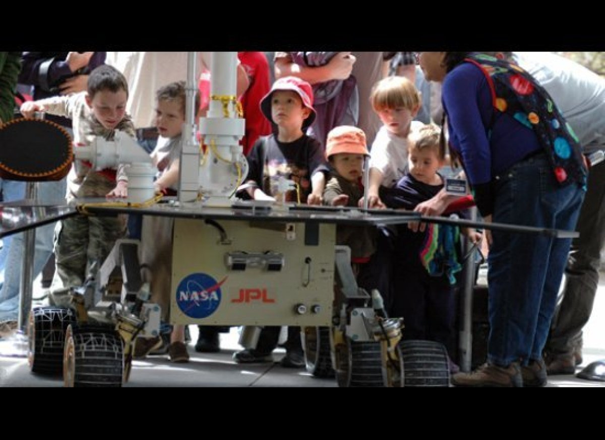 """Future astronauts of the world and their parents are invited to <a href=""""http://www.jpl.nasa.gov/events/open-house.php"""" targe"""