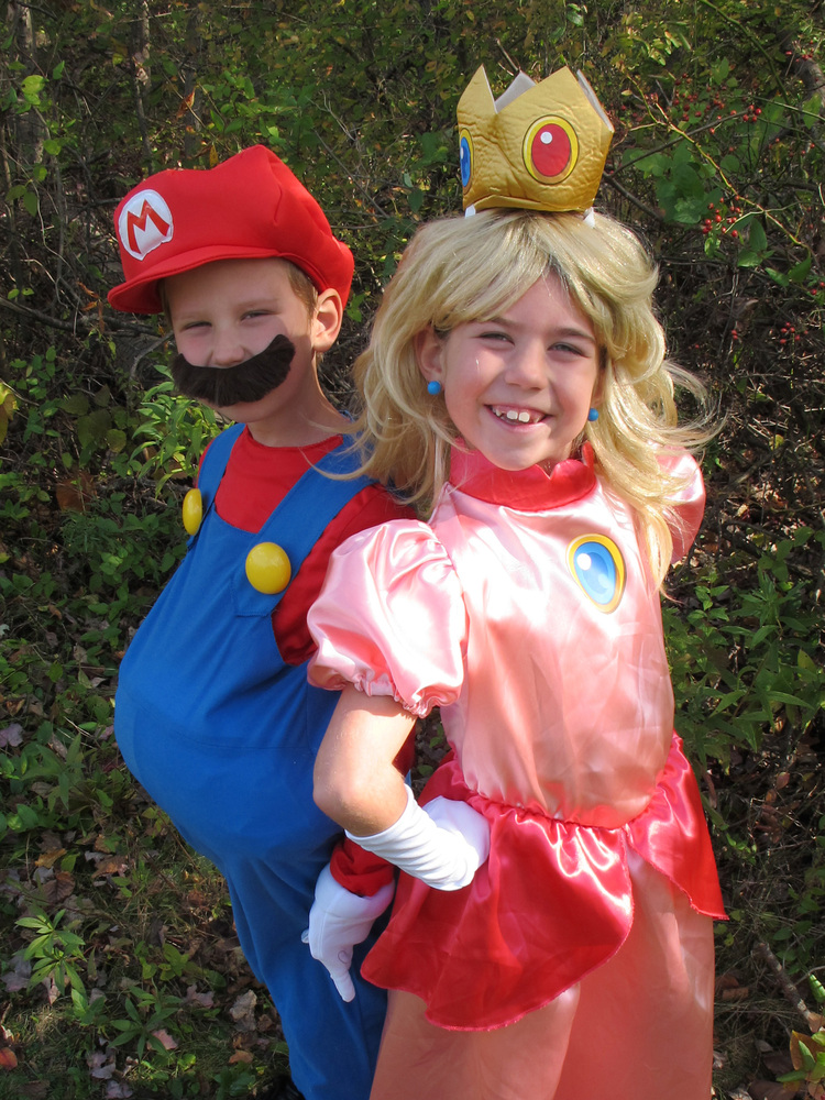 Halloween Costumes For Siblings That Are Cute, Creepy And ...