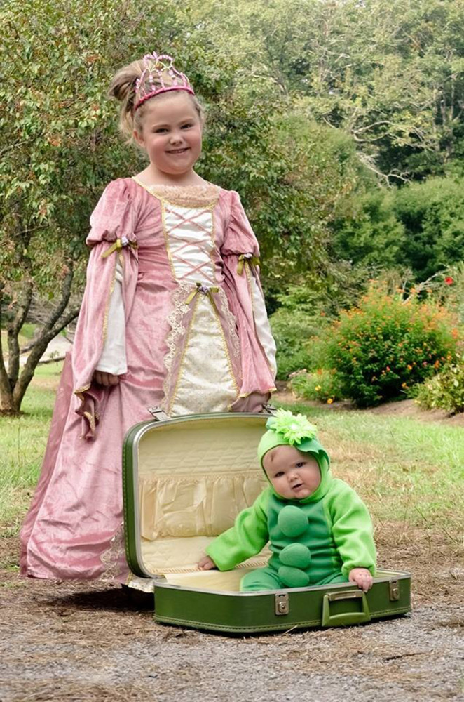 Halloween Costumes For Siblings That Are Cute Creepy And Supremely Clever | HuffPost  sc 1 st  HuffPost & Halloween Costumes For Siblings That Are Cute Creepy And Supremely ...