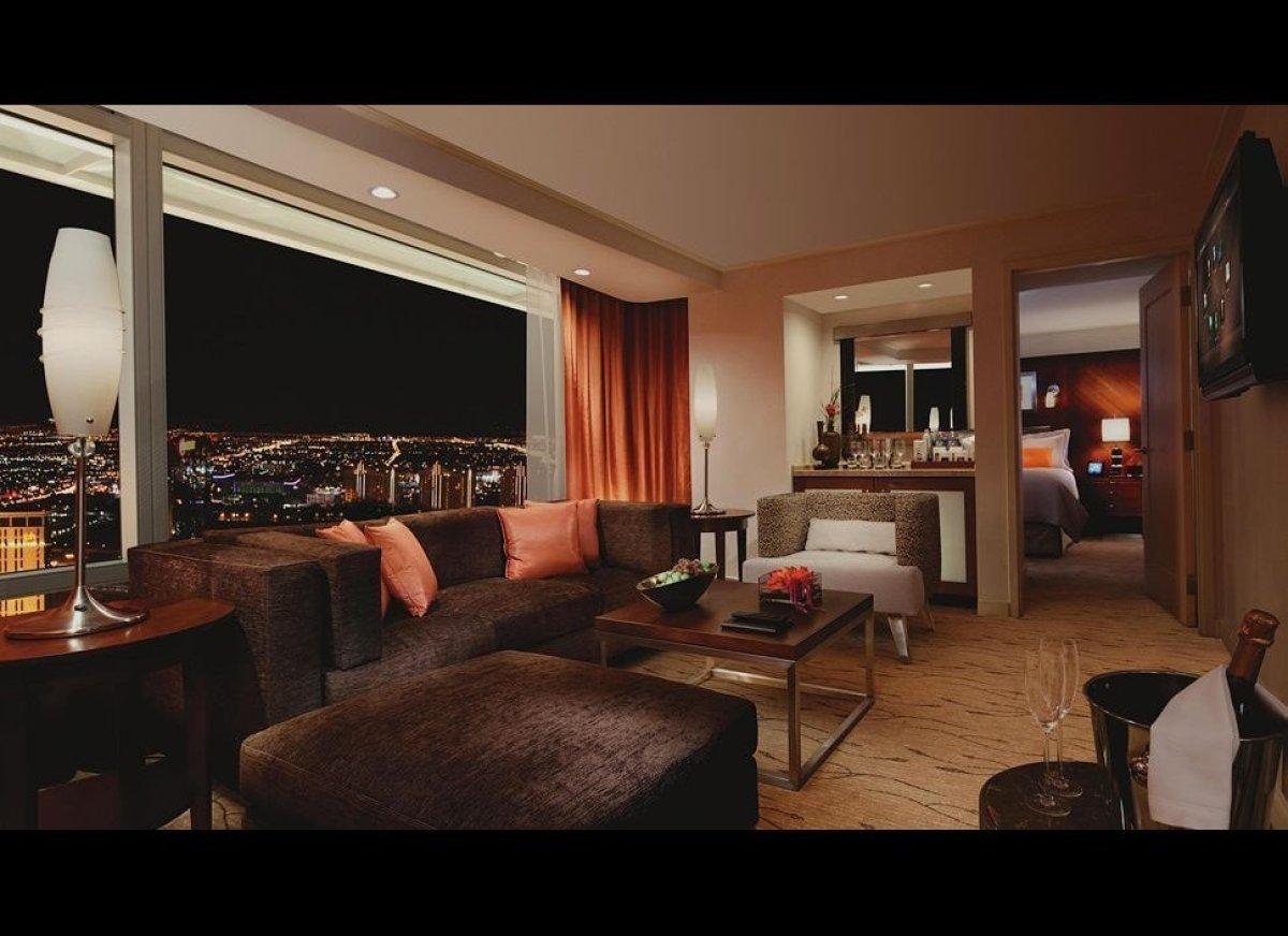 "Sleek and stylish, <a href=""http://www.kiwicollection.com/hotel-detail/aria-resort-casino"" target=""_hplink"">Aria</a> satisfie"