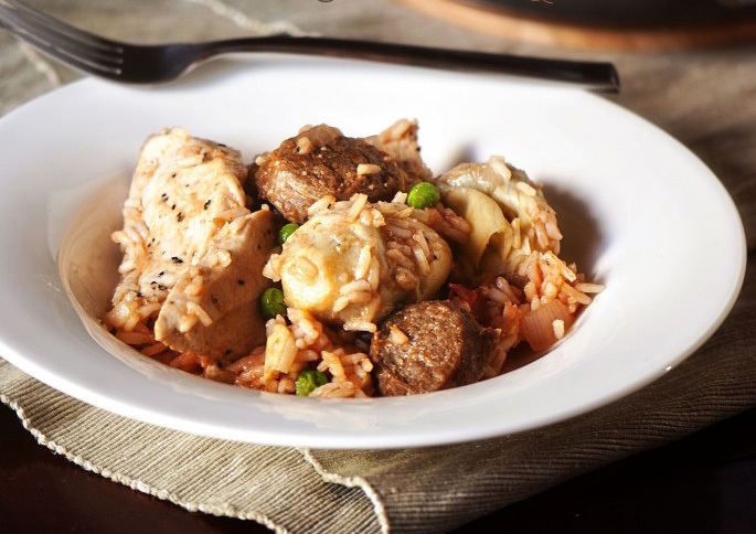 """<strong>Get the <a href=""""http://passthesushi.com/quick-dinner-fixins-chicken-and-artichoke-paella/"""" target=""""_blank"""">Chicken a"""