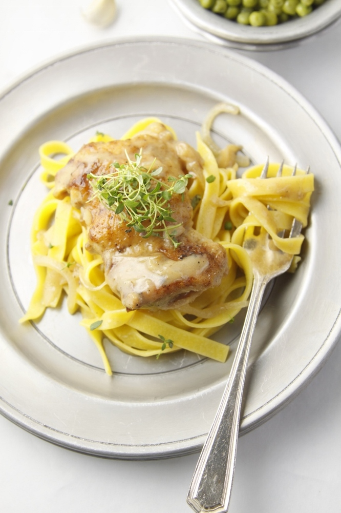 """<strong>Get the <a href=""""http://www.bellalimento.com/2014/03/09/slow-cooker-garlic-wine-chicken/"""" target=""""_blank"""">Slow Cooker"""