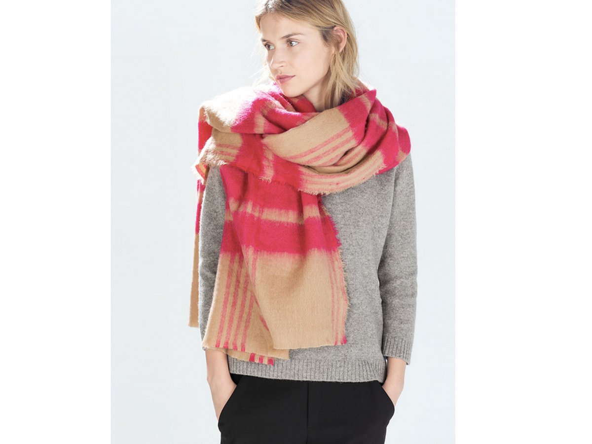 "<a href=""http://www.zara.com/us/en/woman/accessories/scarves/two-tone-checked-scarf-c271013p2231506.html"" target=""_blank"">Zar"