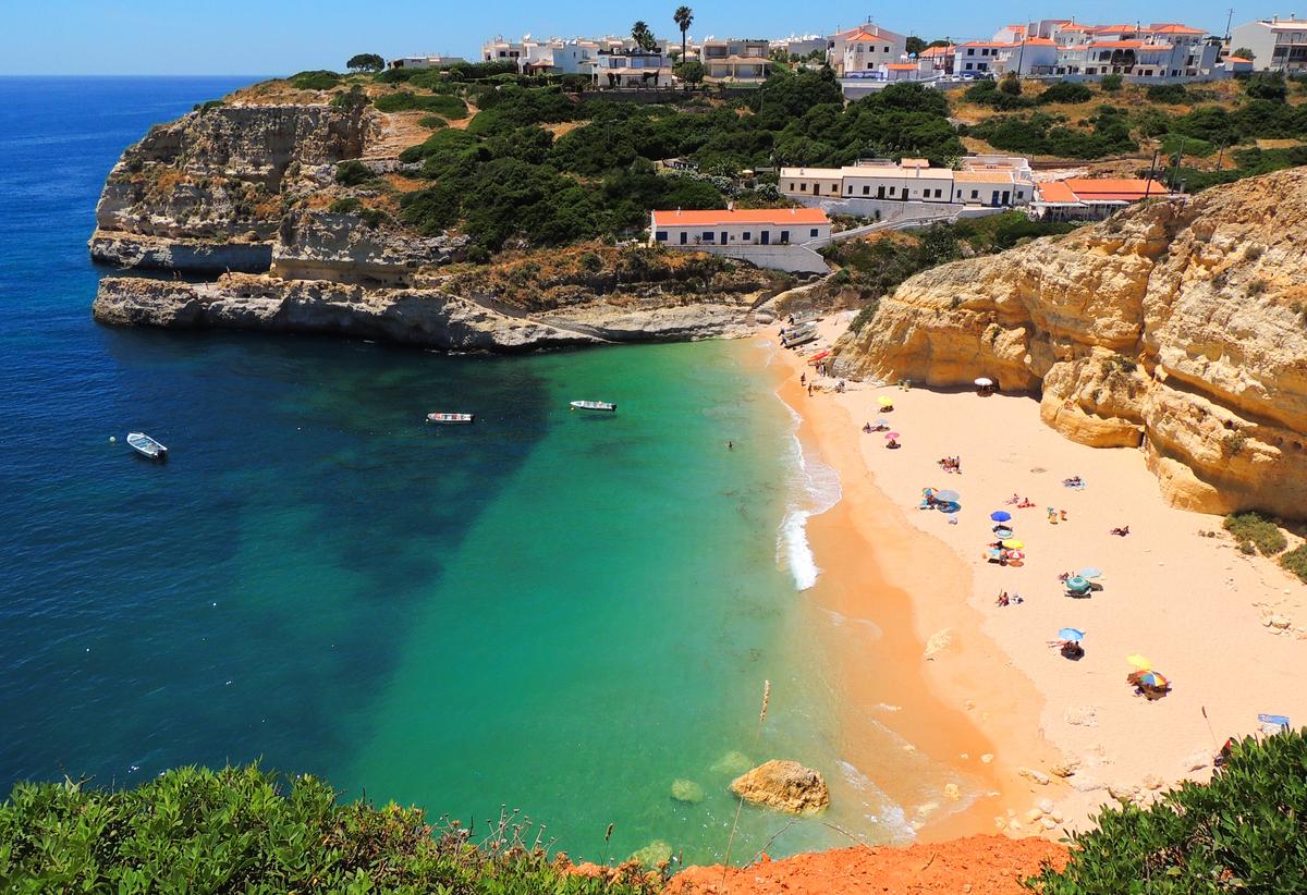 La región de Algarve (que puedes ver en la foto) es ideal para surfistas y familias, además de casi cualquier persona con pre