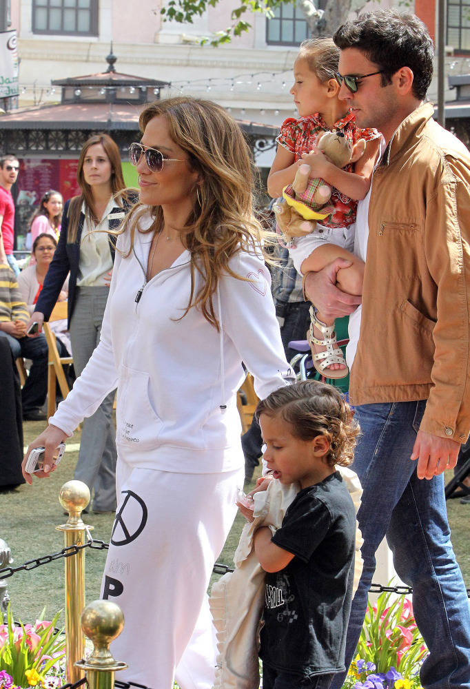 Jennifer Lopez out with twins Max and Emme. (FameFlynet)