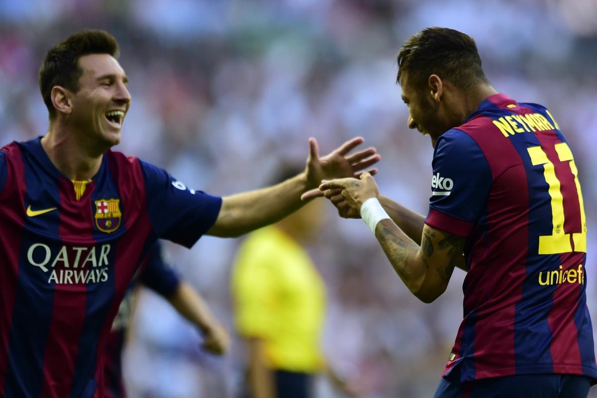 Barcelona's Brazilian forward Neymar da Silva Santos Junior (R) celebrates wirh Barcelona's Argentinian forward Lionel Messi