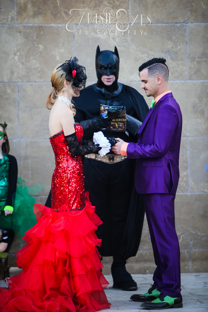 This Batman Obsessed S Comic Book Wedding Packs A Ful Punch Huffpost