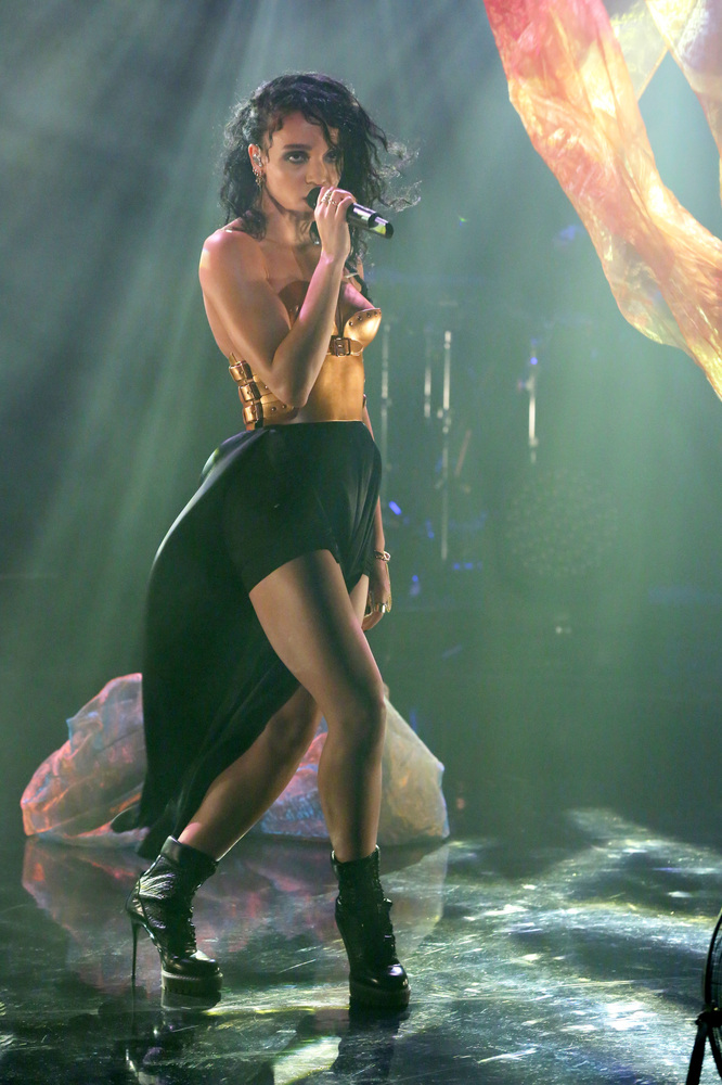 THE TONIGHT SHOW STARRING JIMMY FALLON -- Episode 0155 -- Pictured: Musical guest FKA twigs performs on November 4, 2014 -- (
