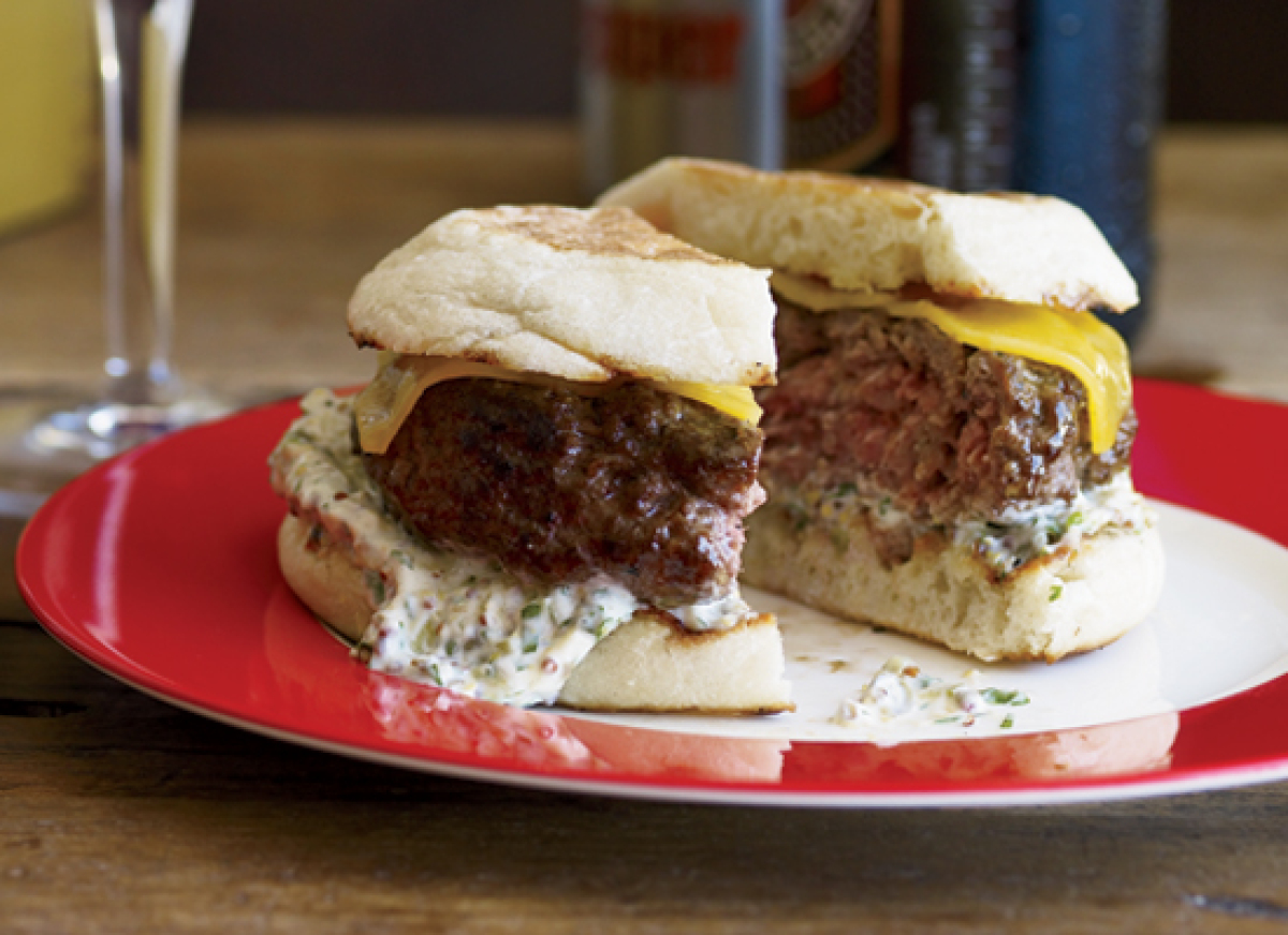 """<strong>Get the <a href=""""http://www.huffingtonpost.com/2011/10/27/beef-and-lamb-burgers-wit_n_1058227.html"""" target=""""_hplink"""">"""