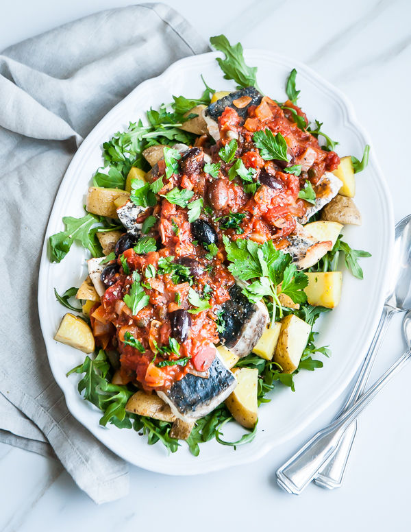 """<strong>Get the <a href=""""http://cafejohnsonia.com/2014/03/quick-broiled-barramundi-fillets-puttanesca-sauce.html"""" target=""""_bl"""