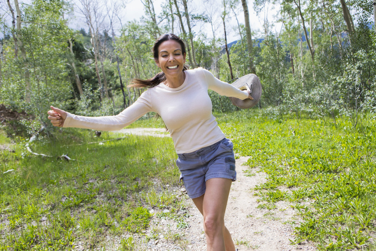 """Skipping <a href=""""http://abcnews.go.com/blogs/health/2014/01/01/how-to-jump-start-your-workout-jump-rope/"""" target=""""_blank"""">ca"""