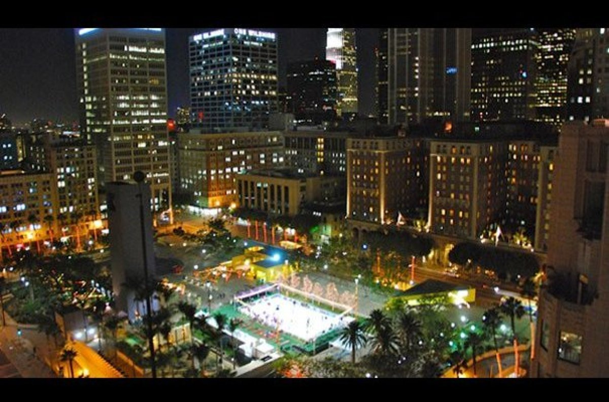 "Grab a scarf and your skates, the <a href=""http://holidayicerinkdowntownla.com"" target=""_hplink"">Holiday Ice Rink</a> at DTLA"