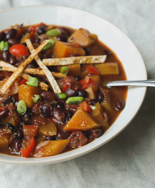 """<strong>Get the  <a href=""""http://thesimpleveganista.blogspot.com/2012/10/butternut-squash-and-black-bean-chili.html"""" target="""""""