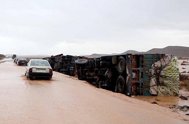Au moins dix-sept personnes sont mortes et plusieurs sont portées disparues après les violentes crues survenues dimanche dans
