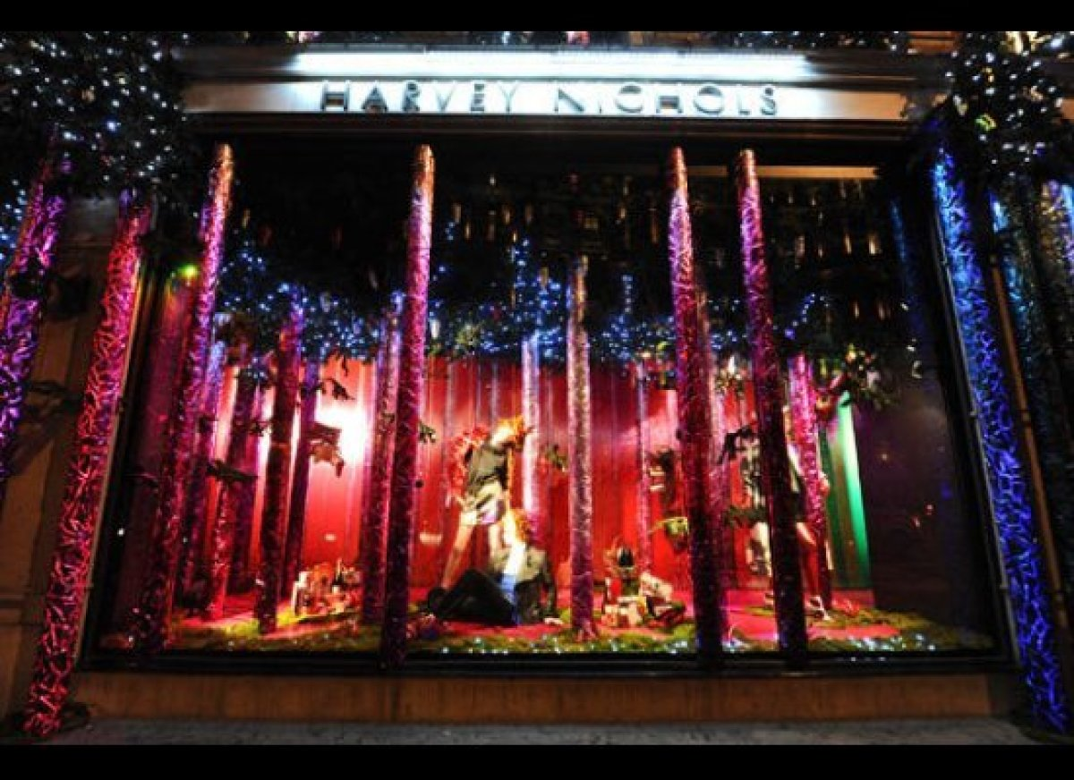 Window Cleaners In Leeds >> Top 11 Festive Window Displays Around The World | HuffPost