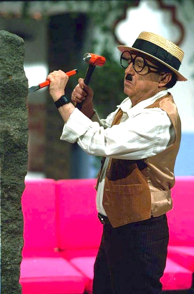 One of Chespirito's craziest characters, Chaparrón Bonaparte had more than screw loose. From him, fans will always remember:<
