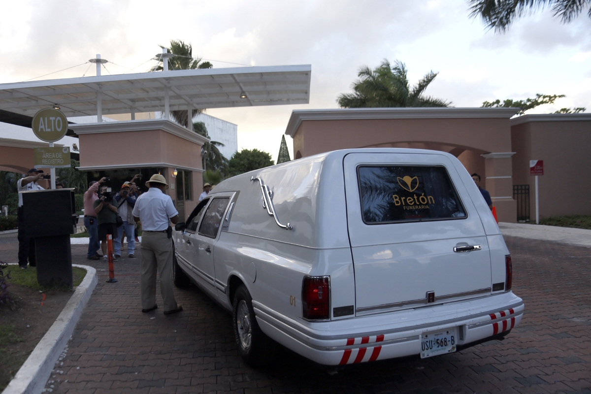 A funeral hearse enters the Isla Dorada gated community where the home of Mexican comedian Roberto Gómez Bolaños is located,