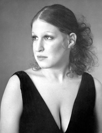 Bette Midler\'s Most Memorable Hairstyles (PHOTOS)