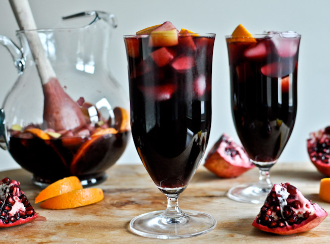 "<strong>Get the <a href=""http://www.howsweeteats.com/2011/12/pomegranate-vanilla-sangria/"" target=""_blank"">Pomegranate Vanill"