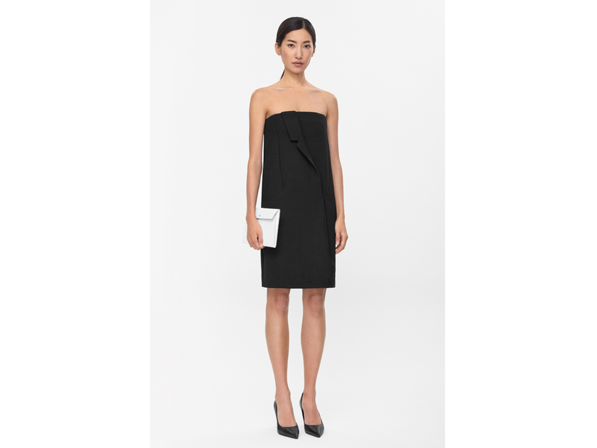 "<a href=""http://www.cosstores.com/us/Shop/Women/Dressed_Up/Draped_lapel_dress/16800167-15265667.1#c-15133331"" target=""_blank"""