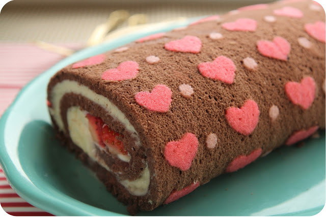 """<strong>Get the <a href=""""http://www.delightdulce.com/2013/03/heart-patterned-cake-roll.html"""" target=""""_blank"""">Chocolate Strawb"""