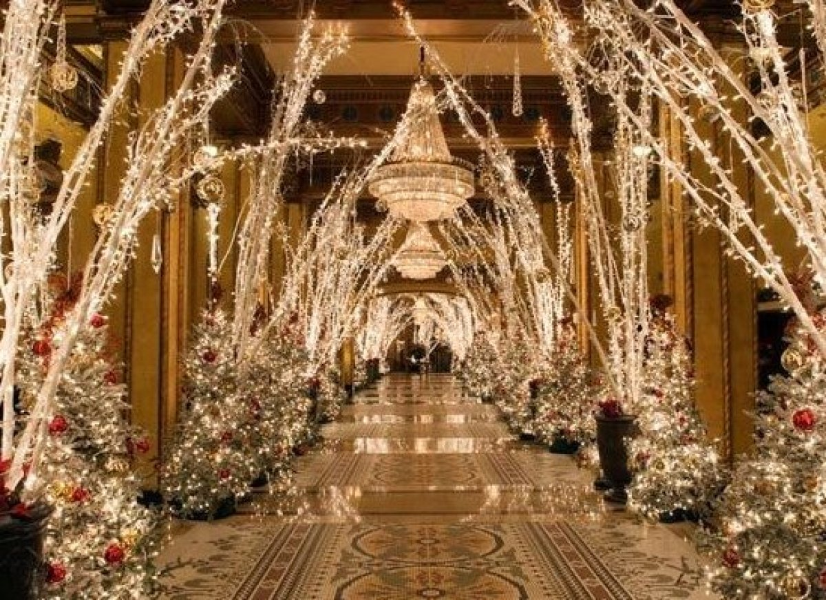10 hotels with over the top christmas decorations huffpost for Best christmas decorations
